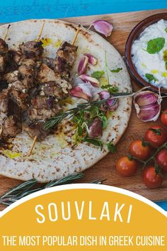 Souvlaki is probably the most popular dish in Greek cuisine. Most certainly, it is the most spread one. Souvlaki is a traditional dish which is fast food at the same time.It's marinated pieces of meat baked on skewers. Although most often made of pork, they can be found in many other variants. It's not uncommon to find chicken, beef, lamb, sausage and even halloumi souvlaki. There are also vegan versions todayindegenerique.be. Souvlaki Recipe, Grilled Roast, Good Food, Yummy Food, Halloumi, Few Ingredients, World Recipes, Skewers, Bon Appetit