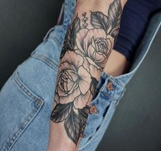 Rose tattoos are the latest in-vogue fashion for women. We will cover the most popular rose tattoos for women. Elbow Tattoos, Full Sleeve Tattoos, Forearm Tattoos, Body Art Tattoos, Girly Tattoos, Love Tattoos, Tattoo You, Beautiful Tattoos, Shaded Tattoos