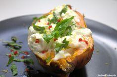 Rezept für im Ofen gebackene Süßkartoffel mit Büffelmozzarella u. Basilikum. Ein leckeres Gericht von Jamie Oliver, das ich nachgekocht habe.