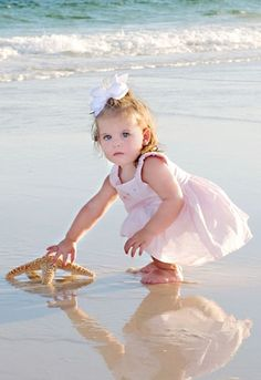 Baby Photography Beach Little Girls Ideas Beach Baby Photography, Image Photography, Children Photography, Newborn Photography, Photography Ideas, Precious Children, Beautiful Children, Beautiful Babies, Baby Am Strand