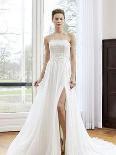 Robe de mariée Aimée, créateur Modeca : Robe évasée en dentelle, mousseline soyeuse.