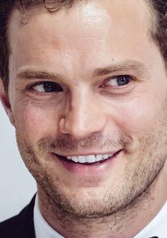 """O sorrisinho """"tímido"""" de Jamie Dornan...mas não do Christian Grey."""