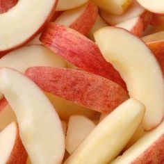 This is a guide about freezing apples. If you have a large crop of apples or have bought them in bulk, freezing them will allow you to use them later. Freezer Cooking, Freezer Meals, Cooking Tips, Fresh Apples, Fresh Fruit, Sliced Apples, Freezing Apples, Can You Freeze Apples, Canning Apples