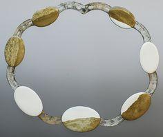 Contemporary New Zealand Jewellery by Kirsten Haydon