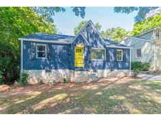 It's always nice when a listing matches your brand colors. 787 Rosedale is a freshly renovated 3 bedroom with almost 500 sqft of bonus space and a garage (how often do you see that in Grant Park? Atlanta Zoo, Grant Park, Old City, Park City, Victorian Fashion, The Neighbourhood, Garage, Old Things, Real Estate