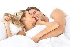 GONORE (BEL SOĞUKLUĞU) NEDİR ? Gonore, cinsel temasla bulaşan erkeklerde sıklıkla üretrit (idrar kanalı iltihabı) ve bel soğukluğu, kadınlarda ise sıklıkla servisit (rahim ağzı bölgesi iltihabı) yapan bir hastalıktır.