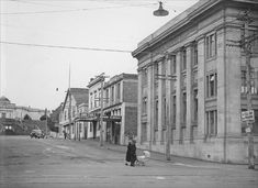 Maria Place, 1930s Farm incomes fell sharply in the depression of the early 1930s. Business in Whanganui city suffered as a result – but these city streets are unusually empty, even for depression times.