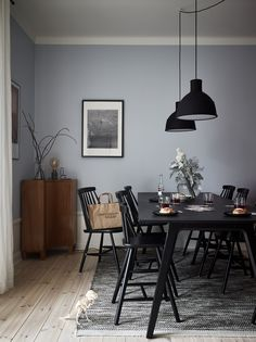 5 Simple Ideas to Improve Your Dining Room Design Blue Dining Room Chairs, Dining Room Walls, Dining Room Design, Interior Design Living Room, Office Chairs, Light Blue Rooms, Light Blue Kitchens, Blue Walls In Kitchen, Rooms Ideas