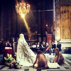 La robe de mariée de Sabine Ghanem signée Schiaparelli http://www.vogue.fr/mariage/inspirations/diaporama/la-robe-de-marie-de-sabine-ghanem-signe-schiaparelli/20769/carrousel#la-robe-de-marie-de-sabine-ghanem-signe-schiaparelli-7
