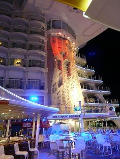 Picture of Oasis of the Seas, Royal Caribbean - Oasis of the Seas! - Cruiseline.com