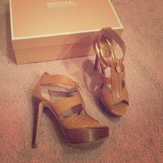 Michael Kors Platforms Only work once. The heel is about 5 1/2 inches tall. VERY comfortable. Comes with original box Michael Kors Shoes Platforms