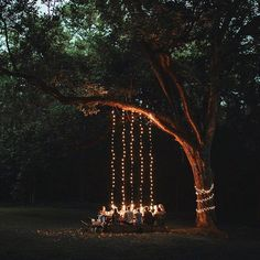 Here are outdoor lighting ideas for your yard to help you create the perfect nighttime entertaining space. outdoor lighting ideas, backyard lighting ideas, frontyard lighting ideas, diy lighting ideas, best for your garden and home Festa Party, Twinkle Lights, Outdoor Entertaining, Outdoor Dinner Parties, Fairy Lights, Hanging Lights, String Lights, Outdoor Lighting, Lighting Ideas