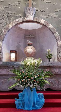 새남터성당 꽃꽂이 성모 승천 대축일 2018년 8월15일 Wednesday 오늘은 '하느님의 어머니' 성모 마리아... Altar Decorations, Tree Skirts, Flower Arrangements, Diy And Crafts, Christmas Tree, Holiday Decor, Flowers, Home Decor, Floral Arrangements