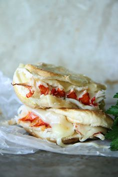 Lobster Grilled Cheese Sandwich by Heather Christo. *Fontina cheese makes this ! Lobster Recipes, Seafood Recipes, Cooking Recipes, Soup And Sandwich, Sandwich Recipes, Lobster Sandwich, Grilled Lobster, Tasty, Yummy Food