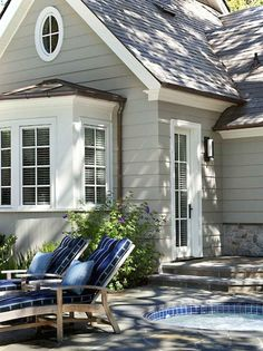 Home is what you are, The exterior is the face of the house that everyone will see in the first part. Come to get an Idea of Modern Exterior Design Cottage Exterior Colors, Cottage Paint Colors, Exterior Color Schemes, Siding Colors, Exterior Paint Colors For House, Paint Colors For Home, Exterior Design, Paint Colours, Gray Exterior