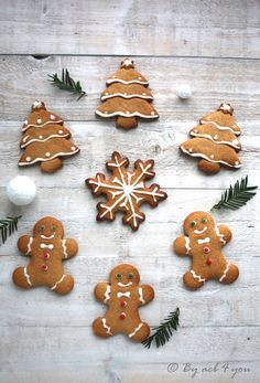 Biscuits pain d'épices - Carol Dailey Fall Desserts, Christmas Desserts, Christmas Baking, Gingerbread Cookies, Christmas Cookies, Noel Christmas, Chocolate Cake Mix Cookies, Christmas Biscuits, Biscuit Cookies