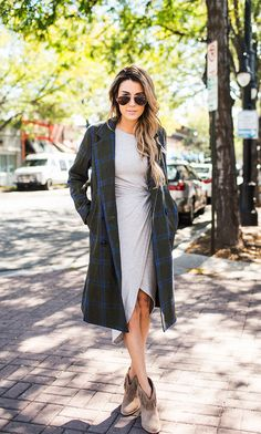 Plaid coat + fringe booties * my look for sure Simple Winter Outfits, Fall Outfits, Cute Outfits, Work Fashion, High Fashion, Street Fashion, Fashion Ideas, Outfit Trends, Outfit Ideas