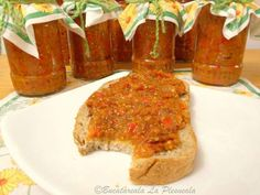 Zacusca de vinete Pickels, Romanian Food, Romanian Recipes, Hot Sauce Bottles, Meatloaf, Eggplant, Salsa, French Toast, Cooking Recipes