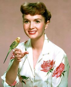 Portrait of American actor and singer Debbie Reynolds (and budgie friend), United States, photograph by Ronald Grant. Hollywood Glamour, Classic Hollywood, Old Hollywood, Hollywood Cinema, Hollywood Style, Tammy And The Bachelor, Actress Carrie Fisher, Debbie Reynolds Carrie Fisher, The Unsinkable Molly Brown