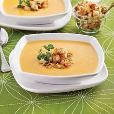 Potage à la courge et au panais - Entrées et soupes - Recettes 5-15 - Recettes express 5/15 - Pratico Pratique Healthy Soup Recipes, Gourmet Recipes, Bruschetta, Clean Eating Soup, Cookery Books, Chowder Recipes, Slow Cooker Soup, Comfort Food, My Favorite Food