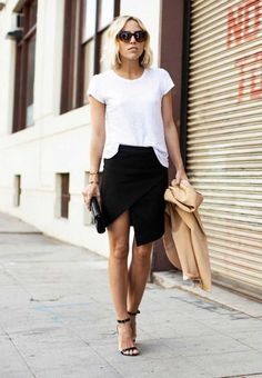 High Slit Skirts: Jacey Duprie is wearing a black Asymmetric wrap skirt Style Désinvolte Chic, Street Style Chic, Mode Style, Her Style, Mode Outfits, Skirt Outfits, Fashion Outfits, Mode Monochrome, Fashion Moda