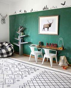 Que belo espaço! Adoramos a versatilidade da parede de lousa.  #ideiasdiferentes #referencia Via: @ispydiy