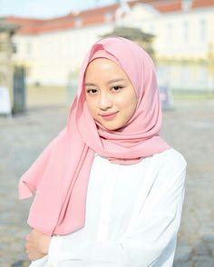 Casual Hijab Outfit, Ootd Hijab, Girl Hijab, Hijab Fashion, Girl Fashion, Womens Fashion, Simple Outfits, Chic Outfits, Beautiful Hijab Girl