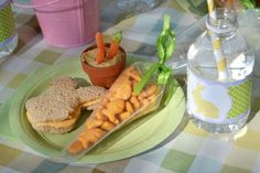 Cute Easter food ideas for kiddos! Love the carrot idea for Easter goodies at school:)