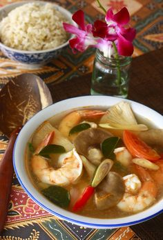 Tom Yum Goong - Thai Hot & Sour Shrimp Soup    Read more: http://blog.seasonwithspice.com/2012/04/thai-tom-yam-koong-recipe.html#ixzz1tcwxGeIR