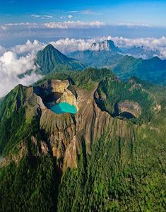 Multi-colored lake Kelimutu volcano. Indonesia - on the island of Flores there is a miracle of nature. Here, on the top of the volcano Kelimutu crater lakes are painted in 3 different colors. Although all three lakes are located on the same top of the volcano, each of them has its own color, which varies from time to time, getting red, brown, turquoise, green, blue.