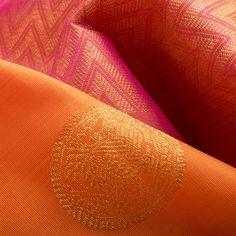 Kanakavalli Handwoven Kanjivaram Silk Sari 1013302 - Sari / All Saris - Parisera A unique colour combination with a classic motif