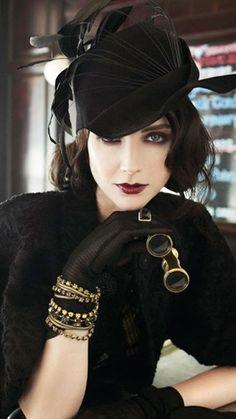 Maquillage yeux bleus en style vintage Plus Plus Vintage Stil, Looks Vintage, Style Vintage, Mode Vintage, Vintage Fashion, 1920s Style, Gatsby Style, Victorian Fashion, Retro Style