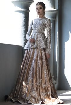 Latest Bridal Peplum Tops With Lehenga Designs 2019 – FashionEven Pakistani Wedding Outfits, Indian Bridal Wear, Pakistani Wedding Dresses, Bridal Outfits, Indian Dresses, Asian Bridal Dresses, Asian Wedding Dress, Wedding Lehnga, Bengali Wedding