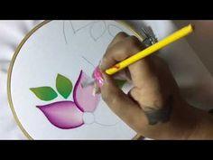 Cómo Pintar Una Flor Sencilla En Tela Con Cony - YouTube Fabric Colour Painting, Acrylic Painting Flowers, Acrylic Painting Techniques, Painting Abstract, Hand Painted Dress, Hand Painted Fabric, Painted Clothes, Bed Sheet Painting Design, Painted Canvas Bags