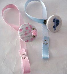 Portachupete Crafts For Girls, Baby Crafts, Kit Bebe, Baby Binky, Baby Equipment, Baby Gadgets, Dummy Clips, Newborn Headbands, Baby Girl Gifts