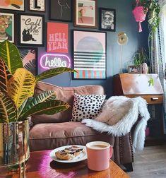 Casa Rock, Eichler Haus, Colourful Living Room, Quirky Living Room Ideas, Red Living Room Decor, Eclectic Living Room, Living Room Decor College, Living Room Wall Colours, Colourful Home