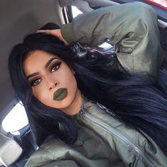 YES to green lipstick Pretty Makeup, Love Makeup, Makeup Inspo, Makeup Inspiration, Makeup Tips, Beauty Makeup, Makeup Looks, Hair Makeup, Hair Beauty