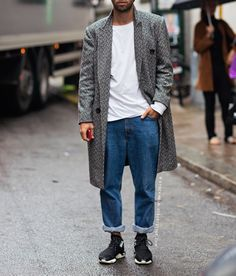 Love this super casual look, smartened up with the grey overcoat.