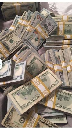Money gold cash stack earn goals and motivation wealth and dollar bills rich lif.- Money gold cash stack earn goals and motivation wealth and dollar bills rich lifestyle Cash Money, My Money, Extra Money, Extra Cash, Money Tips, Make Money Online, How To Make Money, Quick Money, Jackpot Winners