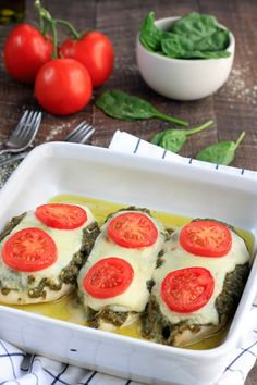4 Ingredient Pesto Chicken Bake is healthy, simple,delicious and requires just prep. Juicy chicken topped with fresh pesto, melty mozzarella and topped with vine ripened tomatoes. Baked Pesto Chicken, Baked Chicken Recipes, Pesto Mozzarella Chicken, Healthy Chicken, Healthy Meals, Healthy Recipes, Food Trucks, Tortellini, Sandwiches