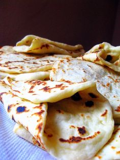 Mekike na suvo ili pita za giros Bosnian Recipes, Croatian Recipes, Kiflice Recipe, Bread Dough Recipe, Macedonian Food, Snack Recipes, Cooking Recipes, Bread Recipes, Dessert Recipes