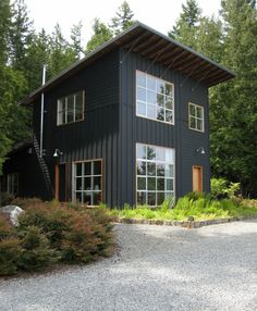 15 Modern Rustic Homes with Black Exteriors | upcycledtreasures.com