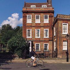 London : Hampstead House . . . . . #neilvslondon #LondonDecanted #loves_london_ #LondonDisclosure #London_Enthusiast #mydarlinglondon #igerslondon #shutup_london #thisislondon #timeoutlondon #toplondonphoto #visitlondon #wundrouslondon #london4all #thelondonlifeinc #LondonGuru #MySecretLondon #Metropolis_London #super_holland #huffpostgram #hq_uk #just_FEATURES #bestcitybreaks #travelanddestinations #ldn4all_autumnalnip #prettycitylondon