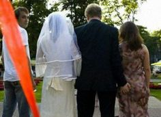 16 Funny Wedding Pictures You Won't Be Seeing in an Album - funny wedding pictures, funny wedding photos - Oddee Funny Baby Images, Funny Pictures For Kids, Funny Kids, Fail Pictures, Worst Wedding Photos, Awkward Wedding Photos, Wedding Pictures, Awkward Photos, American Funny Videos