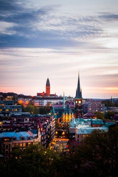 Gothenburg by night. (Photo: Max Westin, http://www.flickr.com/photos/39603921@N06/4607561072/)