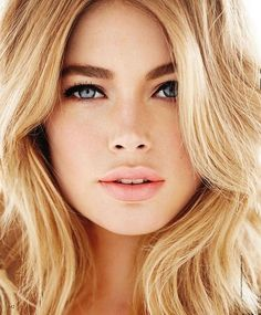 Doutzen Kroes looking gorgeous.
