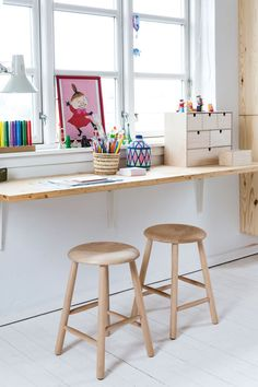 modern kid desk area modern kid activity table built in desk in minimalist kid room modern playroom design scandinavian playroom or bonus room design home office area for kids Modern Kids Desks, Modern Playroom, Playroom Design, Playroom Ideas, Design Bedroom, Bonus Room Design, Kids Wall Decor, Decor Room, Baby Decor