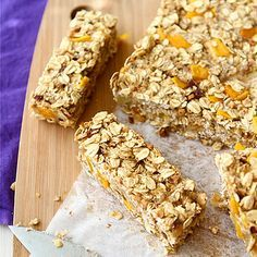 The Best Homemade Low Fat Granola Bars Recipes on Yummly Desserts Sains, Köstliche Desserts, Healthy Desserts, Healthy Recipes, Chia Pudding Vegan, Granola Barre, Oatmeal Recipes, Health Snacks, Food And Drink