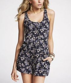 I love rompers and floral print. This is the perfect combination.