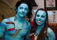 Direto de Pandora, Avatar! Neste dia das bruxas, que tal ficar parecendo um Na'vi? Basta se pintar de azul e tudo está pronto!